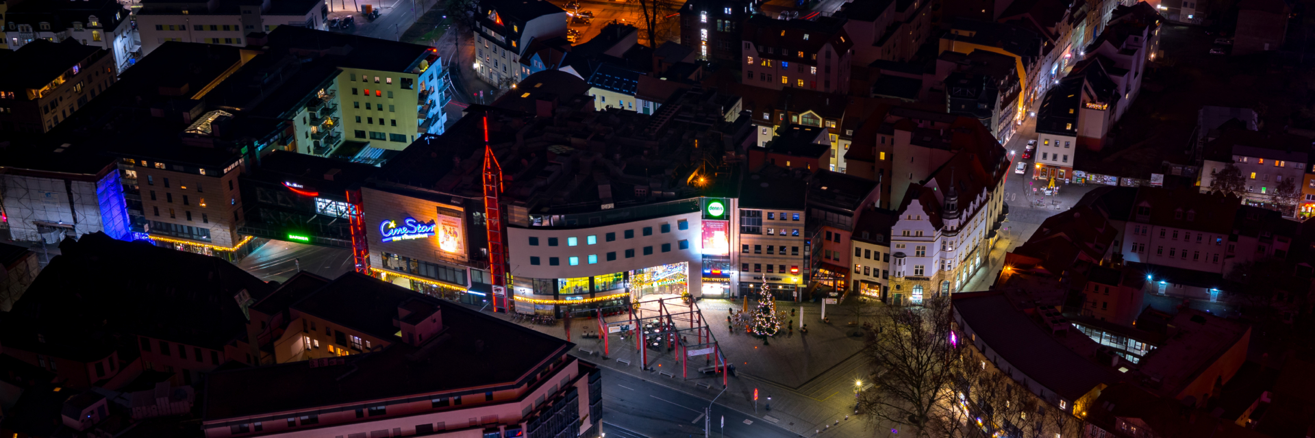 Holzmarkt bei Nacht im Stadtzentrum von Jena