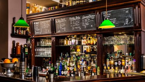 Alte Bar im Gastraum der Wein-Tanne