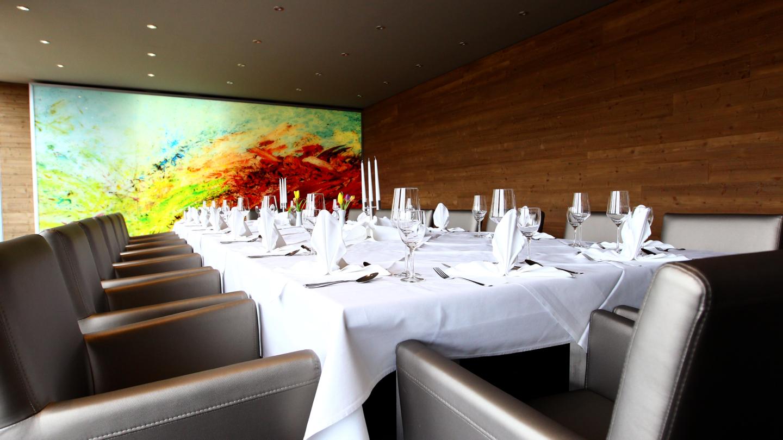 FAIR Resort Jena: Tagungsraum mit Bankettbestuhlung, eingedeckt für ein Abendessen © Fair Resort, Foto: Ebenbild