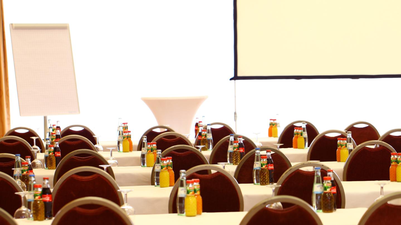 Tagungsraum mit Parlamentarischer Bestuhlung © Fair Resort, Foto: Ebenbild