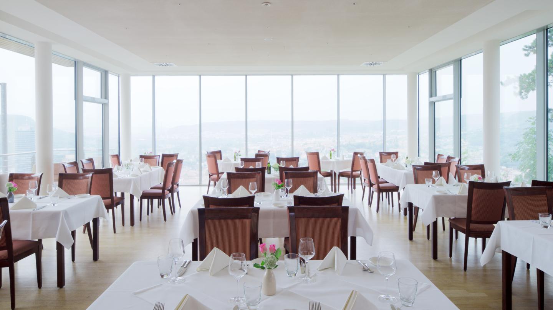 Restaurant am Landgraf mit Panoramablick von innen nach außen © Landgrafen Restaurant, Foto: Peter Eichler