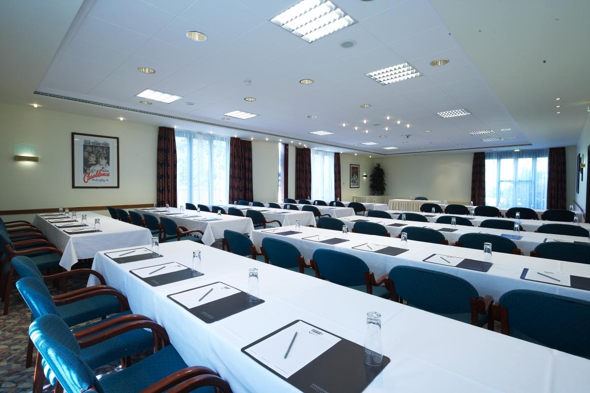 Raum Maxx 3 in parlamentarischer Einrichtung und mit Tagungsausstattung © Maxx Hotel, Foto: Markus Neubauer