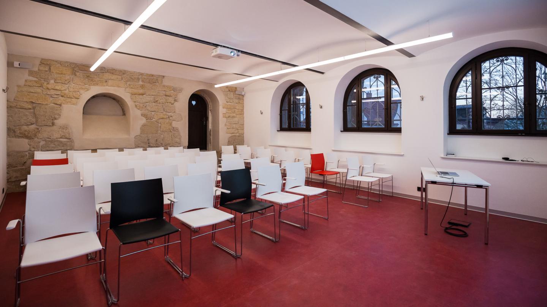 Moderner Seminarraum im Gewölbekeller im Normannenhaus Jena © Normannenhaus, Foto: Marco Baum