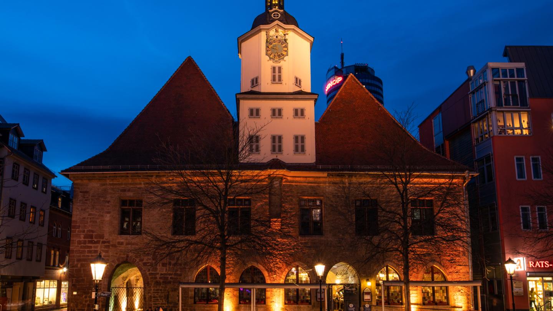 Rathaus Außenansicht bei Nacht
