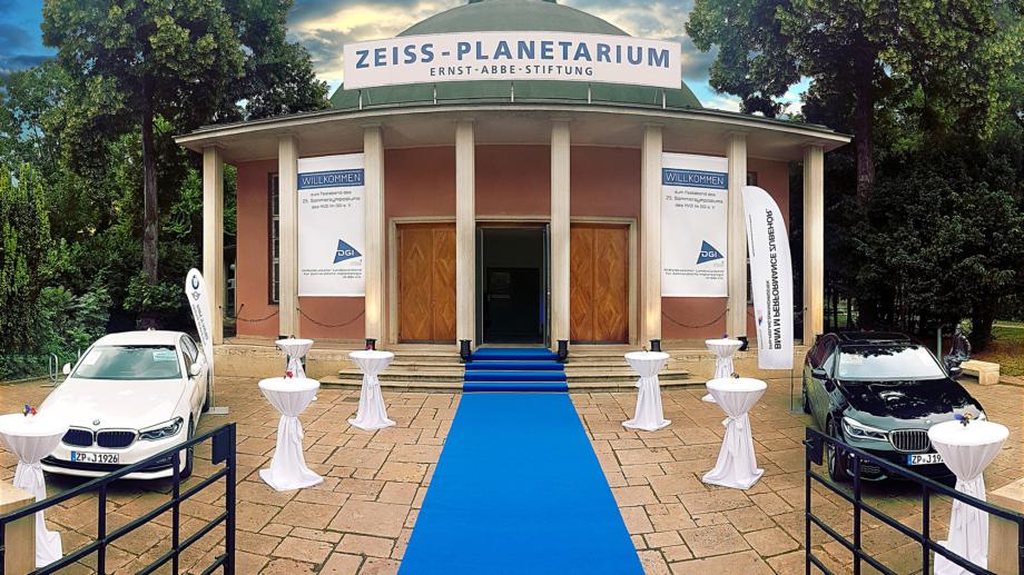Haupteingang des Zeiss-Planetariums von außen